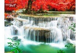 Waterval in diepe regenwoud