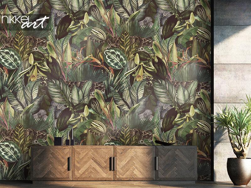 Behang tropisch patroon met nevelpanter en tropische bloemen