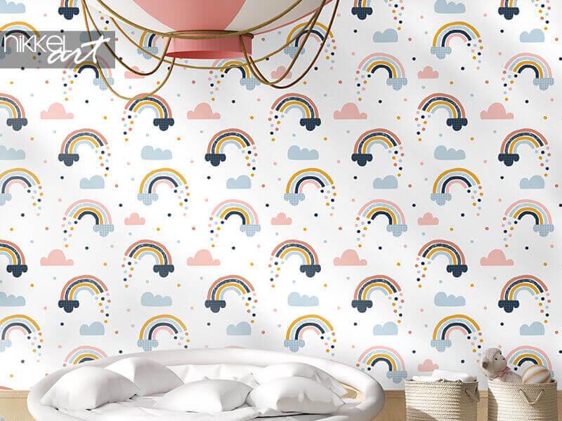 Behang naadloos abstract patroon met hand getrokken regenbogen, regendruppels en wolken