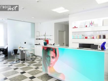 Beautysalon met Foto op Glas aan Toonbank