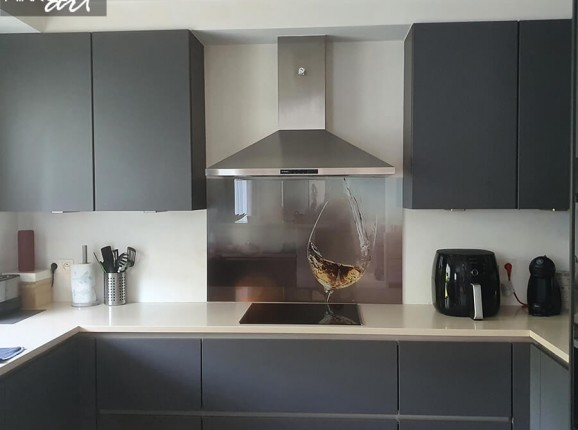 Glazen keukenachterwand wijnglas