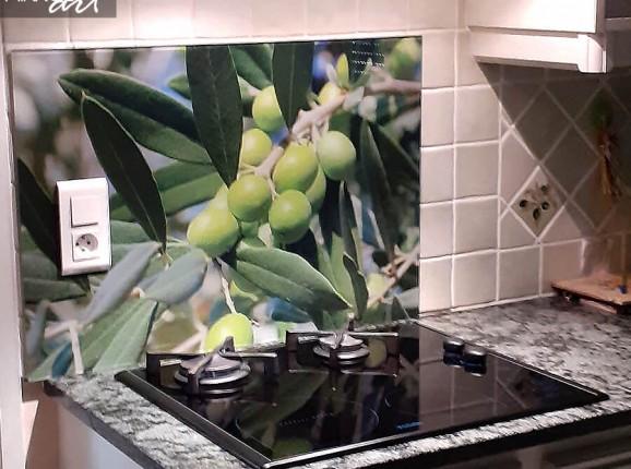 Glazen keukenwand olijven