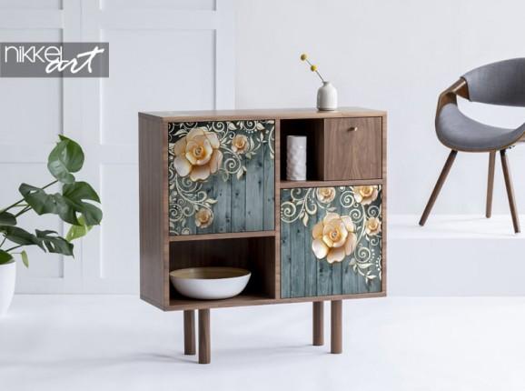 Meubelsticker met bloemen op houten achtergrond